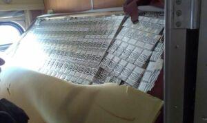 Przemycali 15 000 paczek papierosów w pociagu