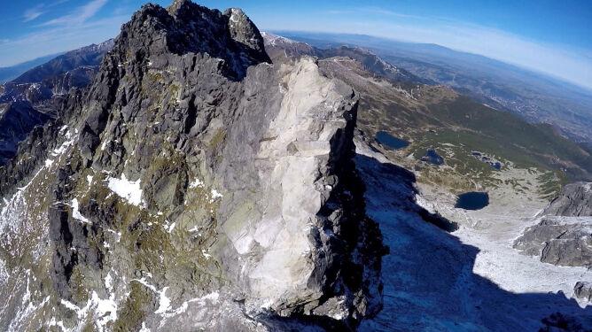 Niebezpieczny weekend w Tatrach. <br />Na Polaka spadły kamienie