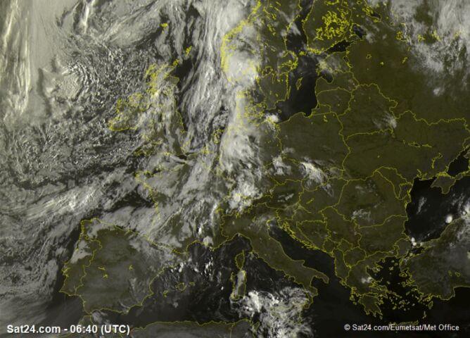 Mapa satelitarna Europy 8 sierpnia przed godziną 8 (sat.24.com)