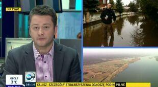 W Ciechanowcu woda powoli opada (TVN24)